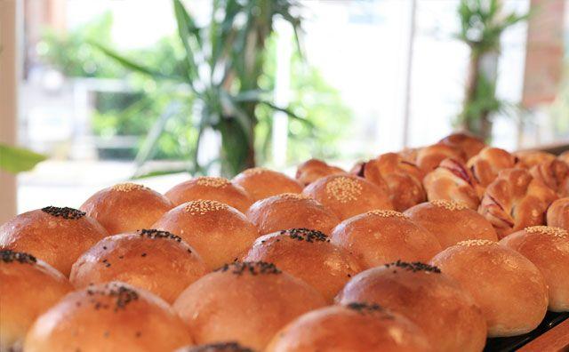 マーサン ミッシェル ブーランジェリーの焼き立てパンの写真